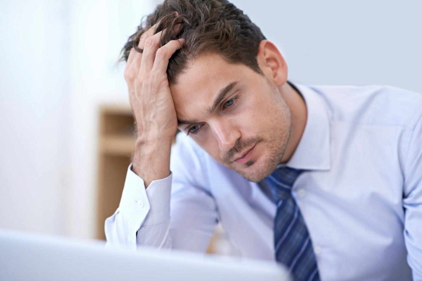 Stresul și alopecia. Cum ne pierdem părul din cauza grijilor
